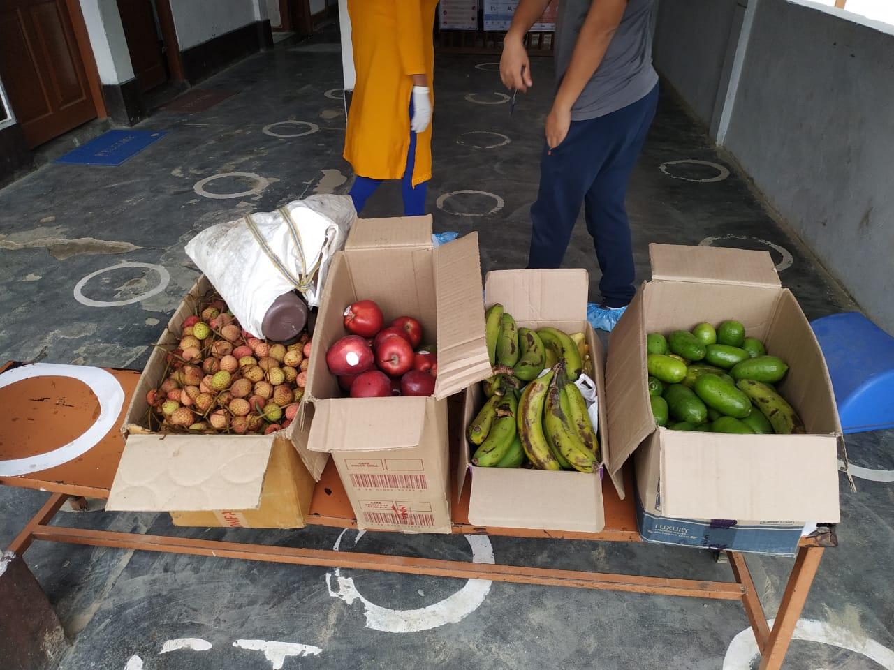 CRDO distributing fresh fruits to the Quarantine Centers.